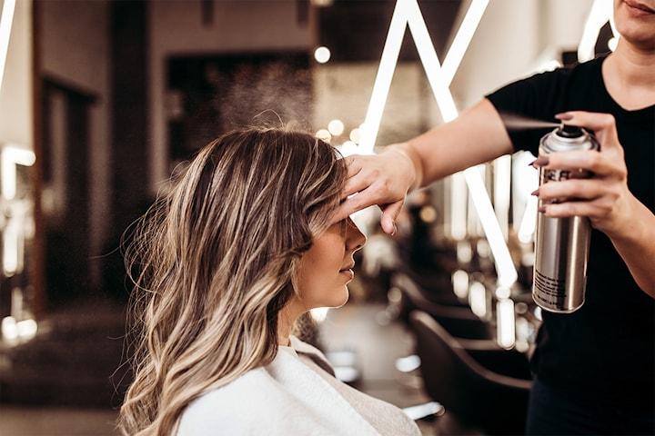 Frisk opp frisyren med farge, dameklipp og styling hos Adam Frisørsalong