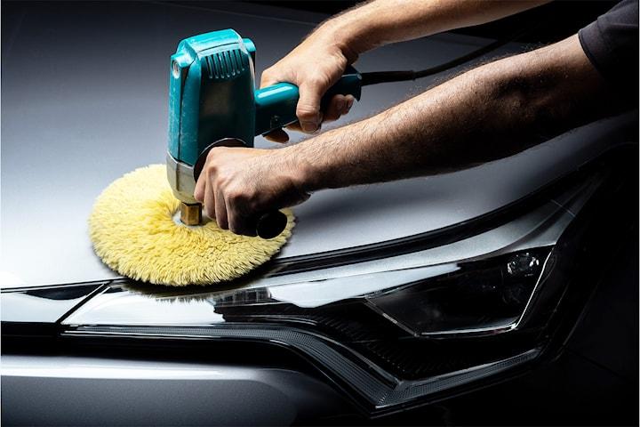 Vaskepakker for bilen! Velg mellom supervask, Super shine med polering eller Lakkforsegling med 5 års garanti hos nyåpnede B Martens Auto!