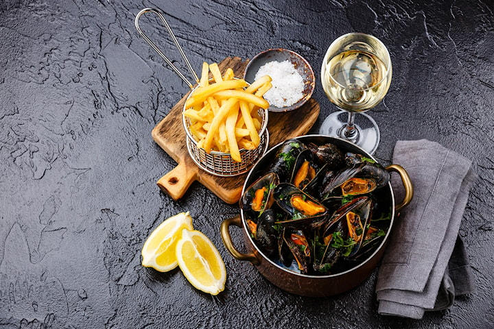 Vitvinskokta musslor på restaurang Njutbar