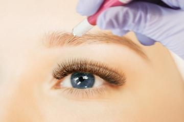 Kosmetisk tatuering av ögonbryn med 3D-metod