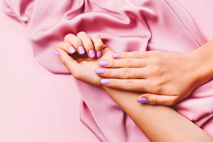 Velg mellom ulike neglebehandlinger hos Nail Tech Roberta