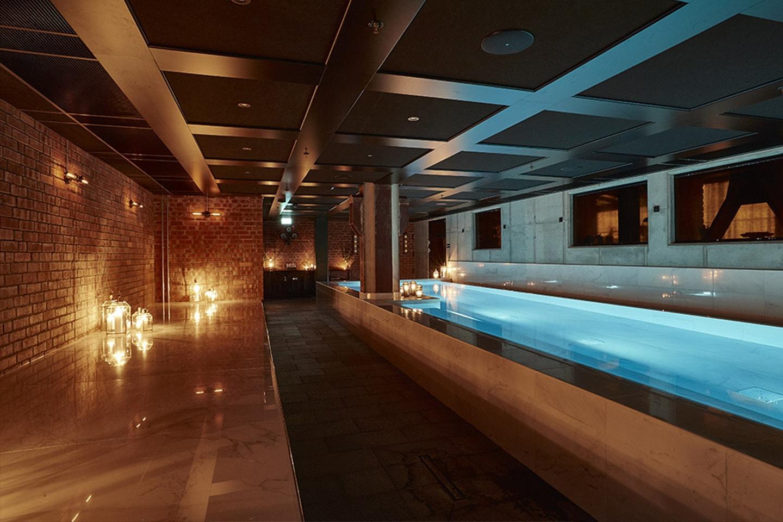 The Steam Hotel för 2 personer inkl. middag och Pool Club-entré