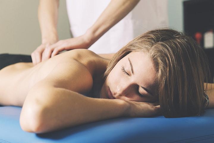 Få massage hemma eller hos Renew Studio
