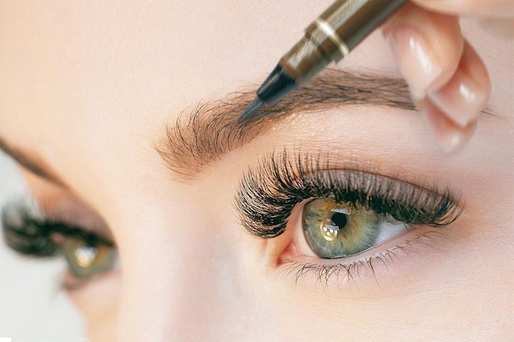 Ögonbrynstatuering med 3D-teknik