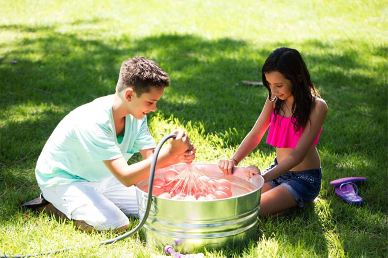Vannballonger som fylles raskt og er selvknytende