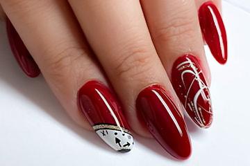 Nytt set naglar inkl. gellack hos proffsiga Glam & Glow