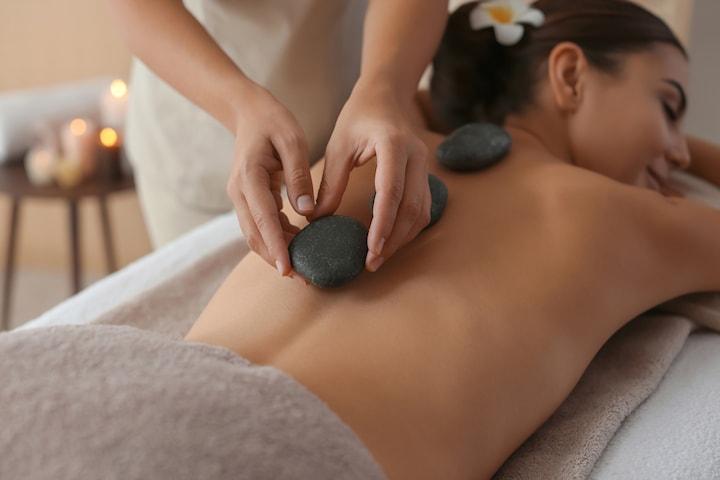 Regndroppsmassage eller hot stone-massage