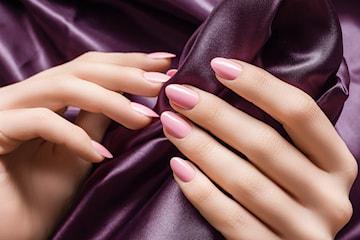 Neglebehandlinger for menn og kvinner hos Pari's Beauty Salong