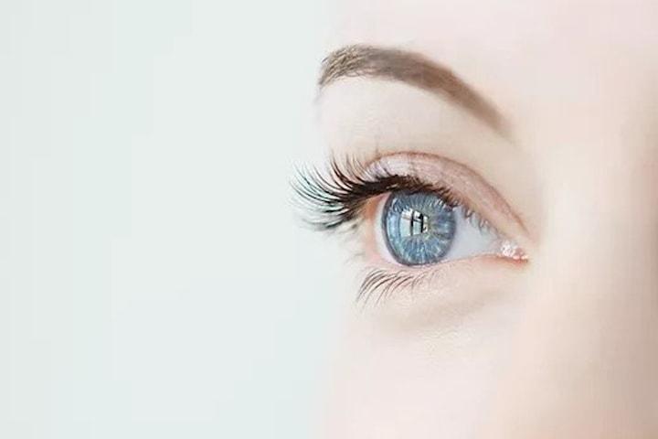 Sunekos-behandling för mörka ringar under ögonen
