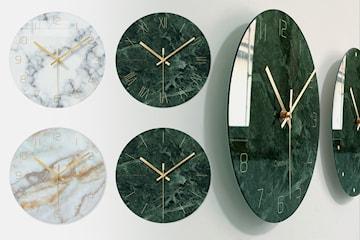 Klokke i marmorert glass