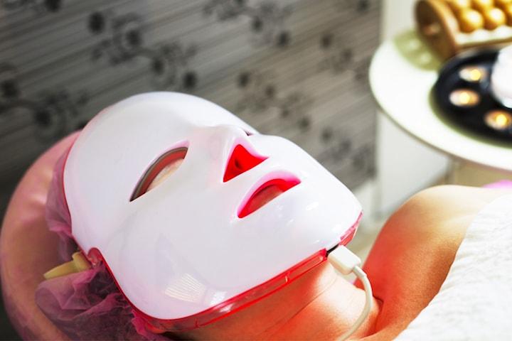 Ansiktsbehandling för hudföryngring