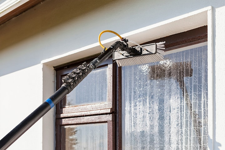 Gjør boligen klar for sommeren med vask av vindu og takrenner