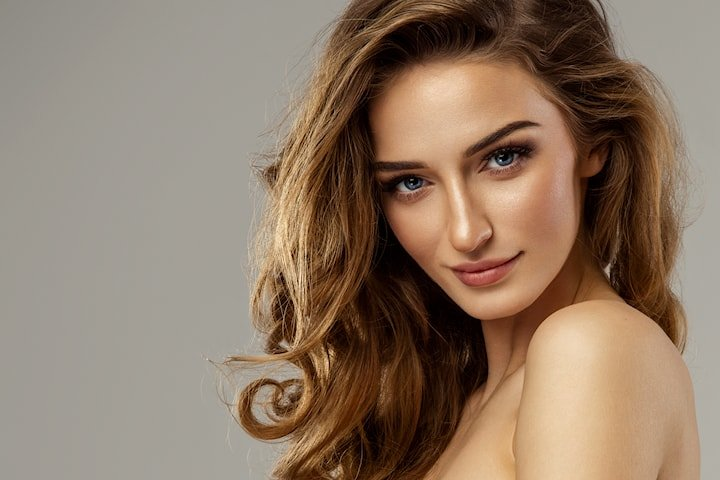 Få et glattere og mer glansfullt hår med Keratinbehandling hos La Diva Beauty keratine & velvære!