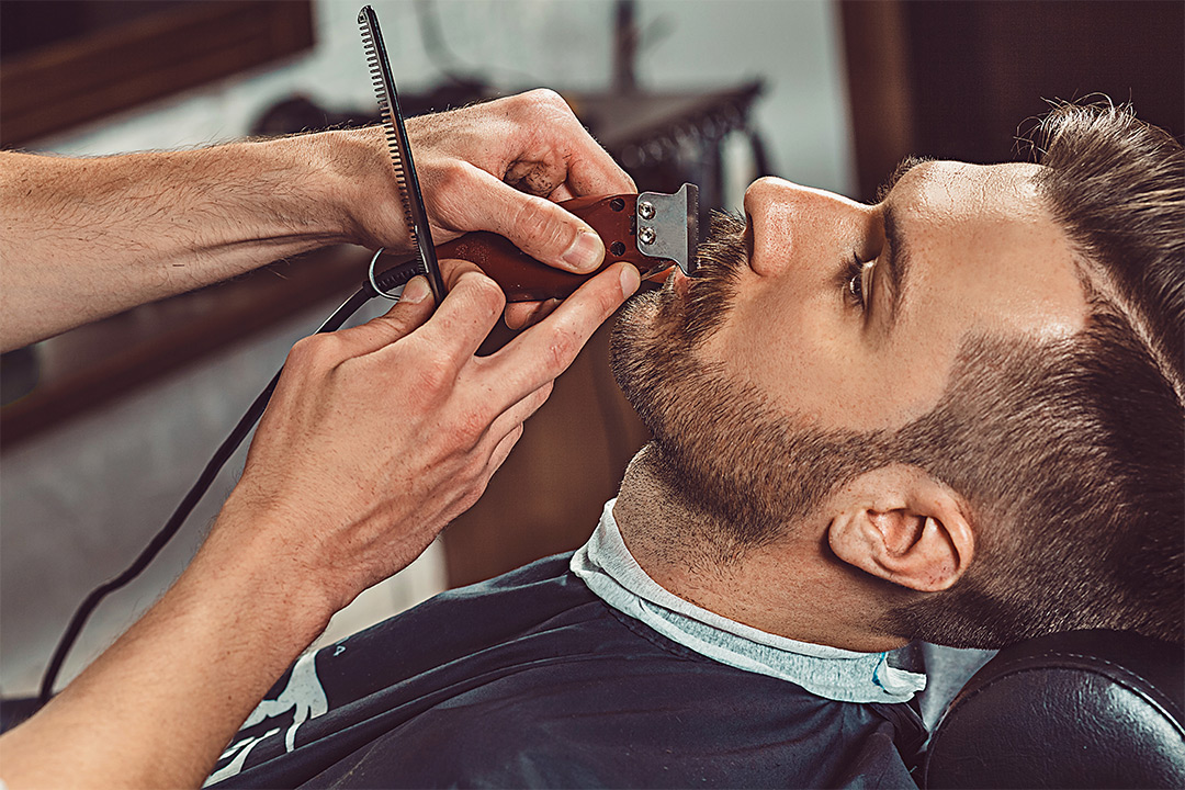 Herreklipp med barbering/forming av skjegg hos nyåpnede Sam´s Barber Shop i Markveien på Grünerløkka (1 av 3)