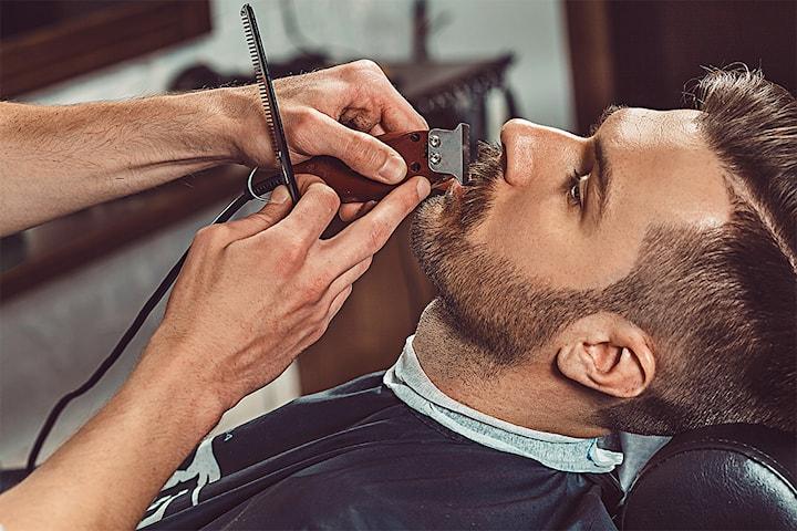 Herreklipp med barbering/forming av skjegg hos nyåpnede Sam´s Barber Shop i Markveien på Grünerløkka