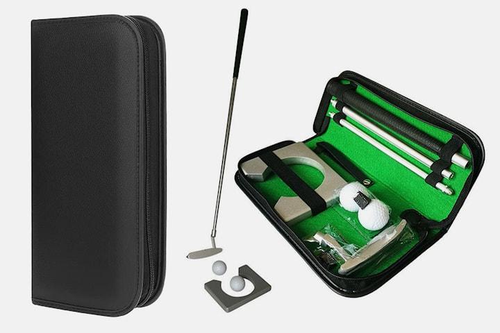 Set med golfklubba, putter, golfboll, puttpocket och väska