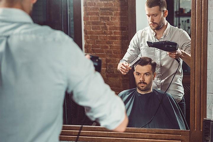 Klippning och trimning av skägg Barbershop Vasastan