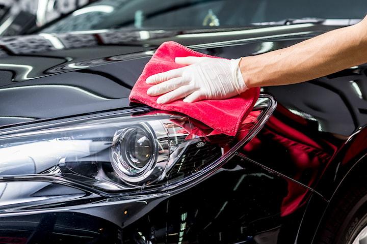 Polering med grundig innvendig og utvendig vask av bilen hos BM Wax