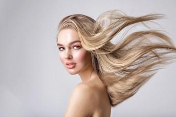 Striping av hår hos Backstage of Beauty