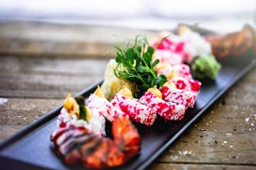Velg mellom 12 til 76 biter takeaway sushi hos Fish Me