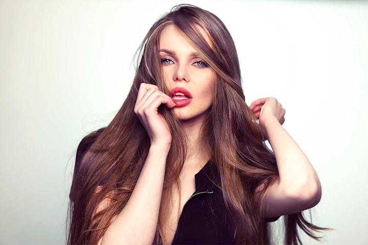 Velg mellom dameklipp, farge av ettervekst eller minicolor hos Torget Frisør & Beauty Salong