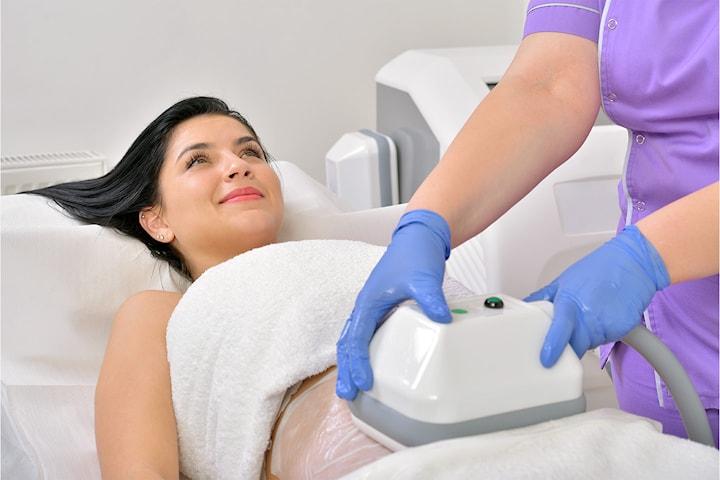 Fjern uønsket fett med Cryolipolysis fettfrysing hos anerkjente AM Esthetic Clinic