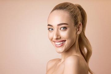 Hudbehandling med Emerge laserbehandling hos Kosmetisk lege