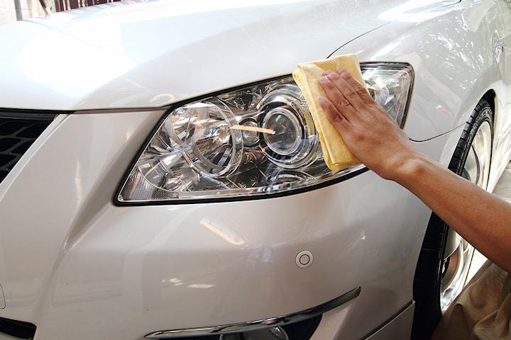 Utvändig polering av din bils strålkastare