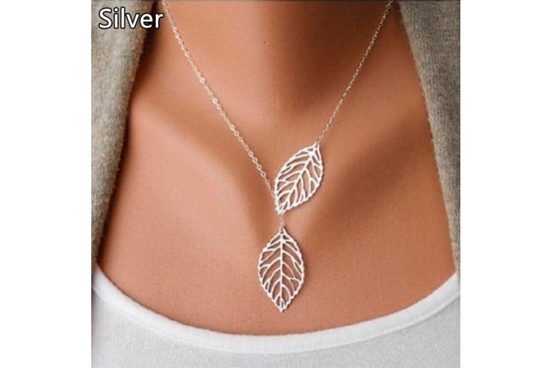 Halsband med blad-design