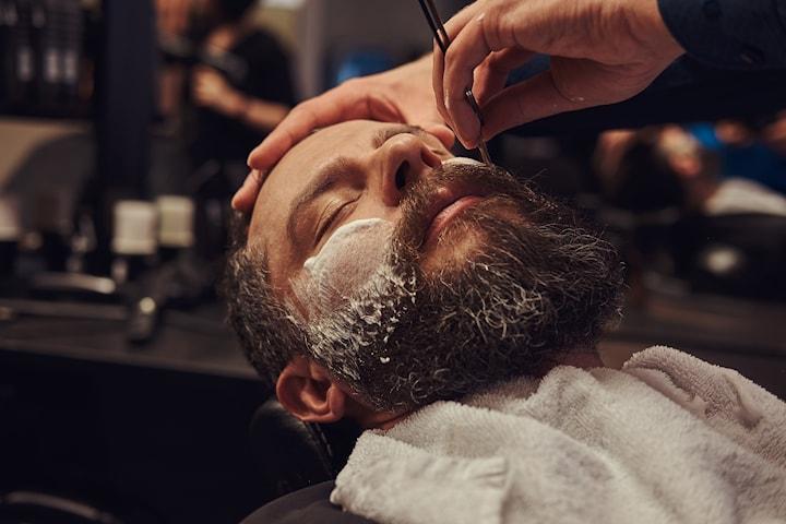 Klippning med fading inkl. formning av skägg med sax eller kniv
