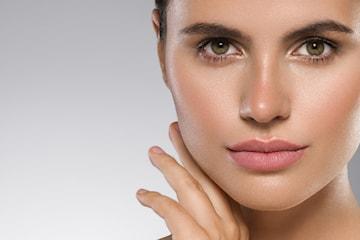 Gi huden din en ny glød! Glatt ut rynker, reduser aknearr og minsk store porer ved bruk av Microneedling hos Derma Medica