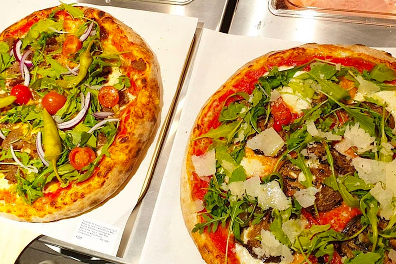 Valfri pizza hos Fredo's Pizzagastronomia