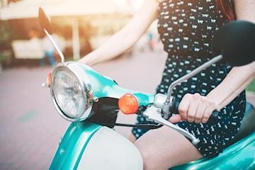 Studera körkortsfrågor för moped/AM-körkort
