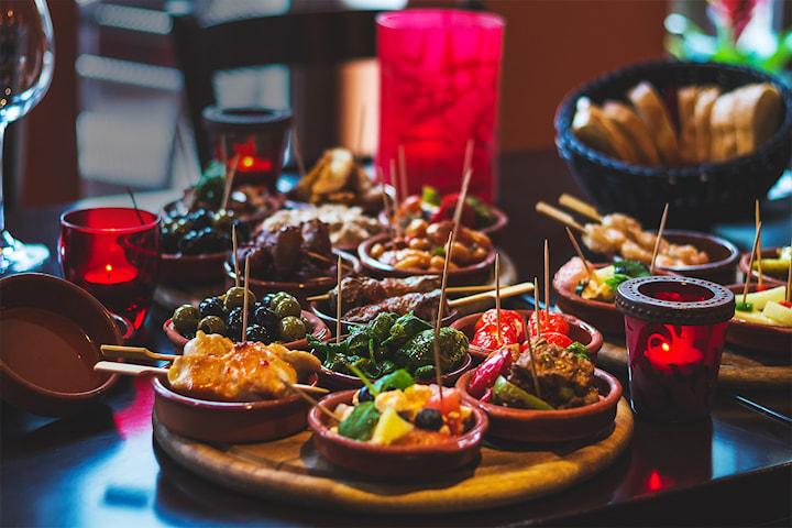Kjøkkenets utvalgte 10-retters tapasmeny hos Escalón Fløyen! Kun 299,- per person
