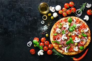 Nybakad pizza från ICA Supermarket Telefonplan