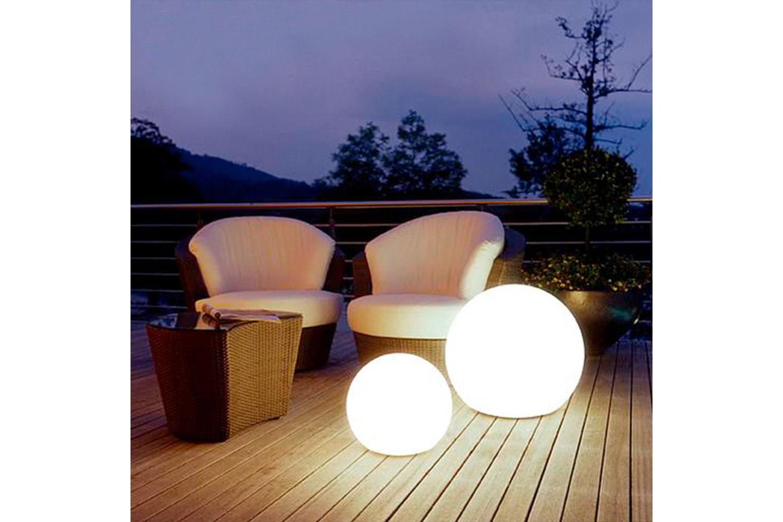 Klotformad utomhuslampa med fjärrkontroll