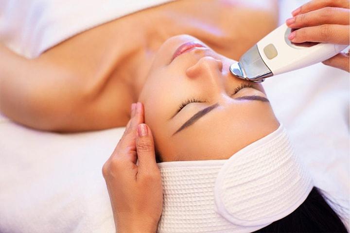 30 min ansiktsmassasje eller 60 min forfriskende ansiktsbehandling hos Revilla Fashion Spa & Massasjeterapi
