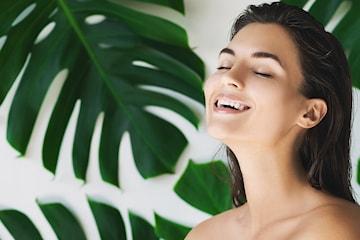 Ansiktsbehandling med rens, peeling, maske og ansikt/hodemassasje