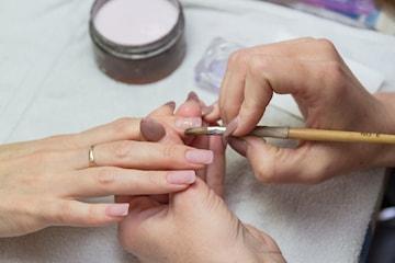 Nytt set naglar av prisbelönt nagelteknolog