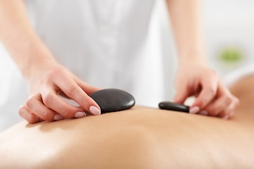 Hot stone-massage hos Saxins