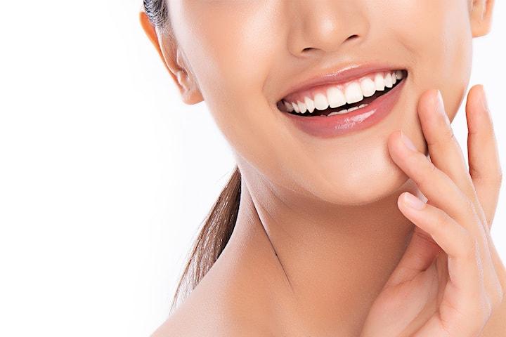 Komplett tannlegeundersøkelse inkludert airflow hos Simonsen Tannlegeklinikk i Lillestrøm