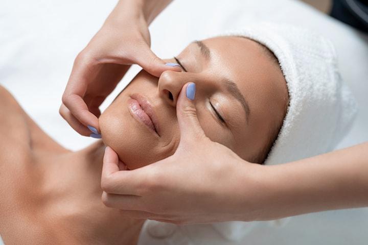 Face lift lymfmassage av ansikte, hals och nacke