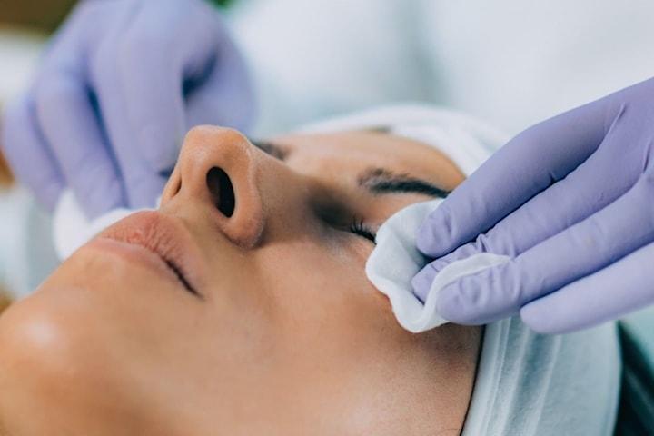 Ansiktsbehandling med AHA-syror