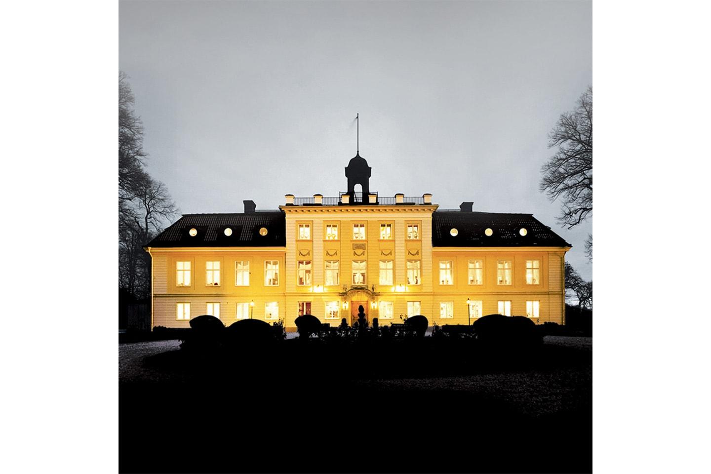 Lyxig övernattning för 2 personer på Södertuna Slott