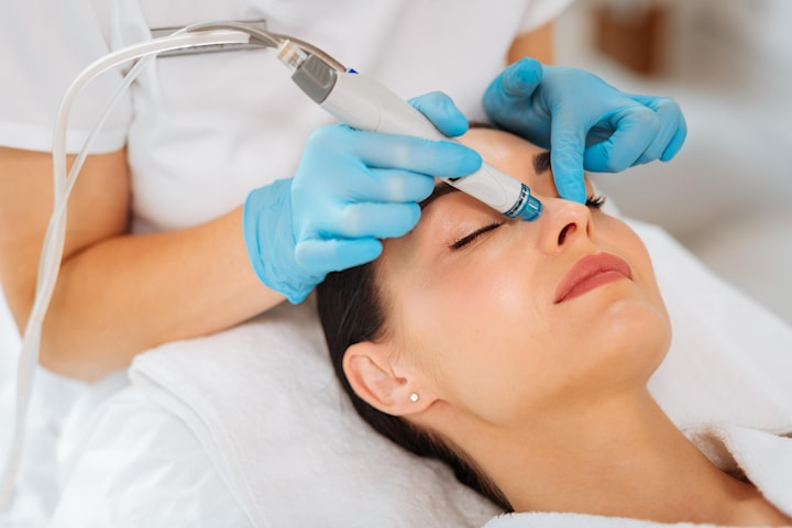 Prøv Kosmetisk Leges signatur-ansiktsbehandling, HydraFacial