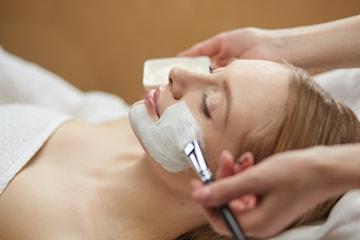 Klassisk ansiktsbehandling hos Skönhet och hudvård by BK