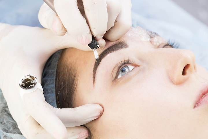 Kosmetisk tatuering 3D microblading eller eyeliner