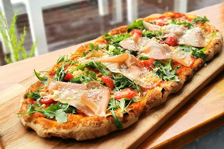 Valgfri autentisk, italiensk pizza eller pasta for opp til fire personer hos Perugina Pizzeria på Thorshov