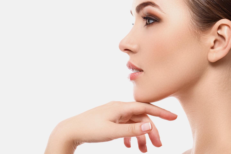 Filler for dype rynker, kinnben, kjevekontur eller overfladiske linjer hos Prime Beauty MD (1 av 7)