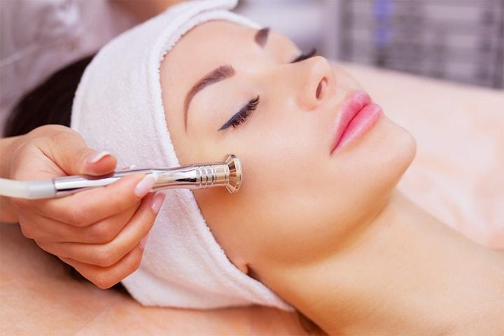 Fantastisk ansiksbehandling med krystallsliping hos Derma clinic